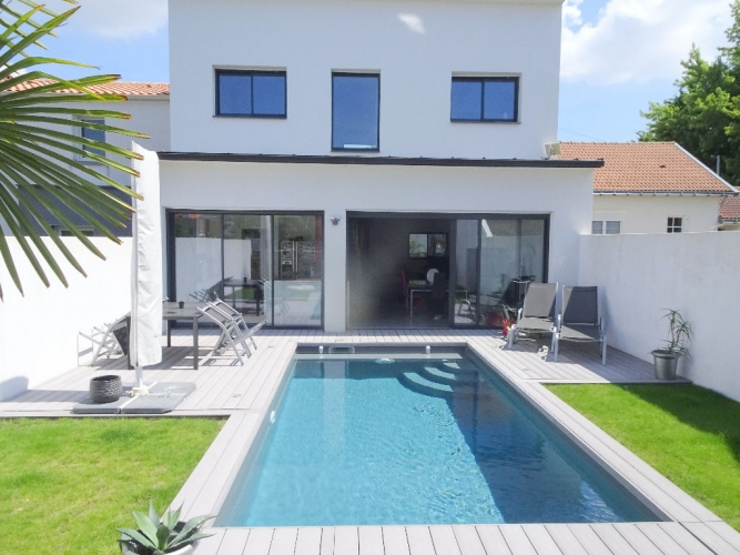 ... Maison Et Piscine Location Vacances Maison Minorque Faade Locations  Maisons En France Location   Piscine Gonflable ...